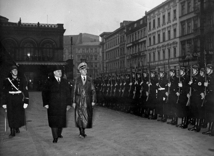 Nationalsozialist Frick (r., mit Ungarns Innenminister von Kozma 1936 in Berlin): Verurteilter Hochverräter
