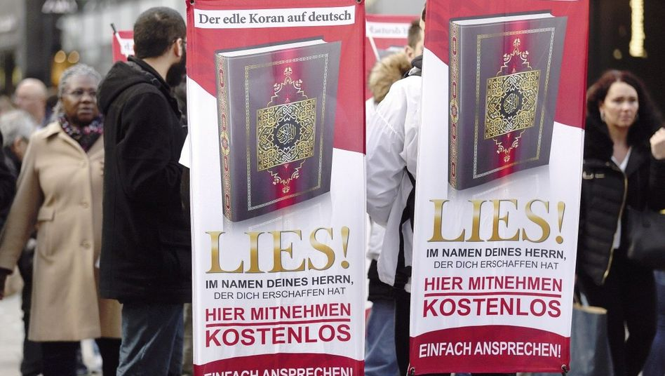 »Lies!«-Aktivisten in Dortmund: Junge Männer verteilen Millionen Koranexemplare in Fußgängerzonen