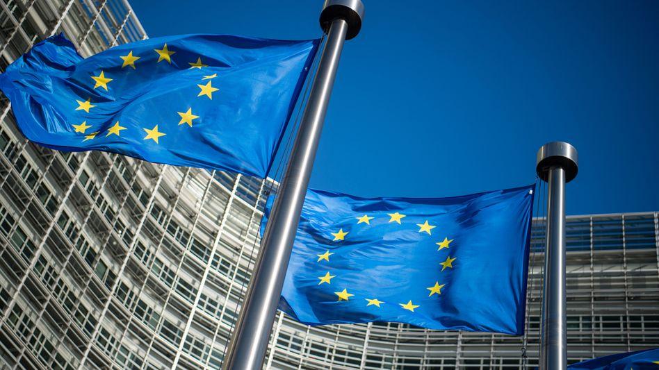 EU-Flaggen vor Kommissionssitz in Brüssel: Vorerst keine eigene Digitalsteuer