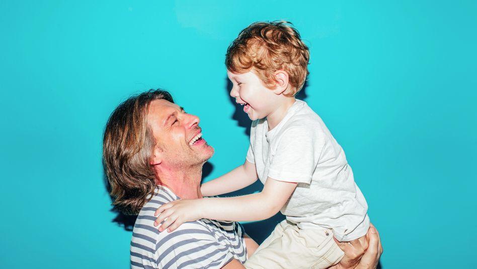 Vater und Sohn: Gibt eine besonders besondere Verbindung zwischen Mutter und Kind? (Symbolbild)