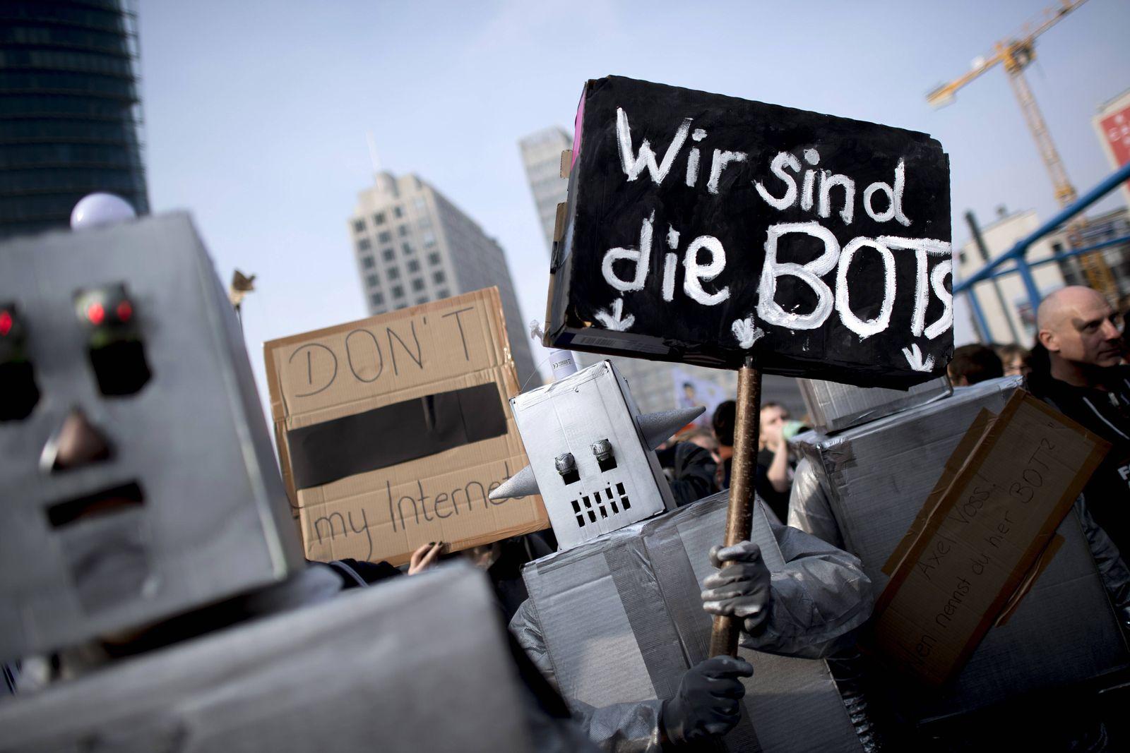 EINMALIGE VERWENDUNG Artikel 13/ Demonstration/ Protest/ Bots/ Berlin