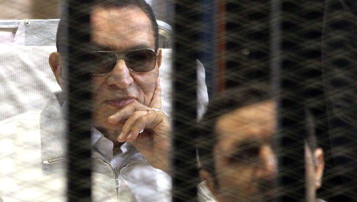 Prozess gegen Mubarak: Vor Gericht hinter Gittern