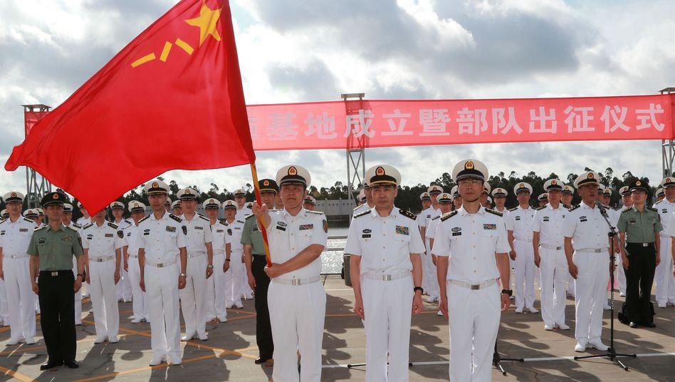 Soldaten am Militärhafen von Zhanjiang