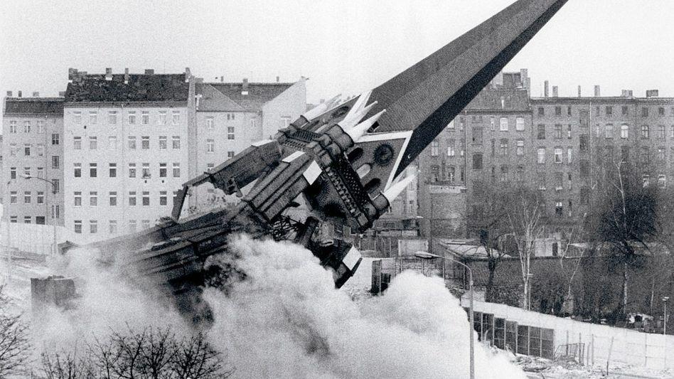 Weil sie auf dem Todesstreifen stand und die Grenzer störte, wurde die Versöhnungskirche 1985 gesprengt.
