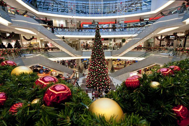 Einkaufszentrum in Rostock: Der Konsum in Deutschland scheint von der Krise unberührt