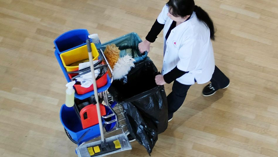 Reinigungskraft: Die Zahl der atypisch Beschäftigten ist deutlich gestiegen