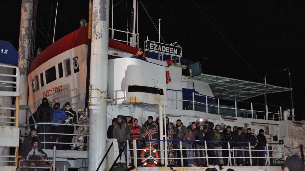 """Flüchtlingsschiff """"Ezadeen"""": Im Herz der Finsternis"""