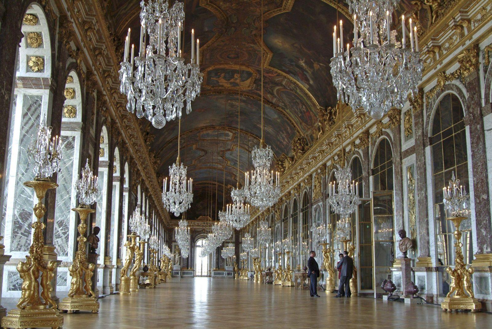 NUR FÜR SPAM Spiegelsaal in Versailles erstrahlt wieder in neuer Pracht