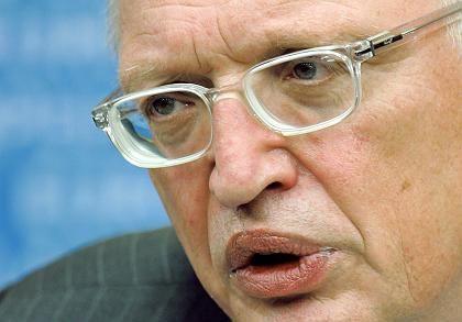 Verheugen: Der deutsche Kommissar will weniger Verbindlichkeit