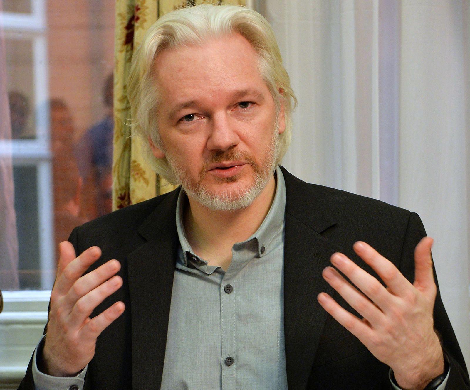 Julian Assange/ Wikileaks