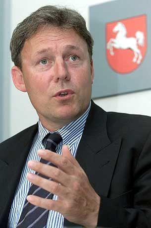 Ex-Minister Oppermann: Stänkert aus dem Off