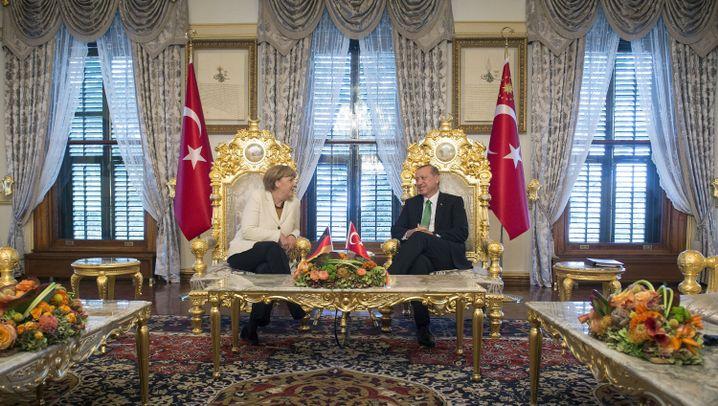 Merkels Türkei-Besuch: Bittstellerin am Bosporus