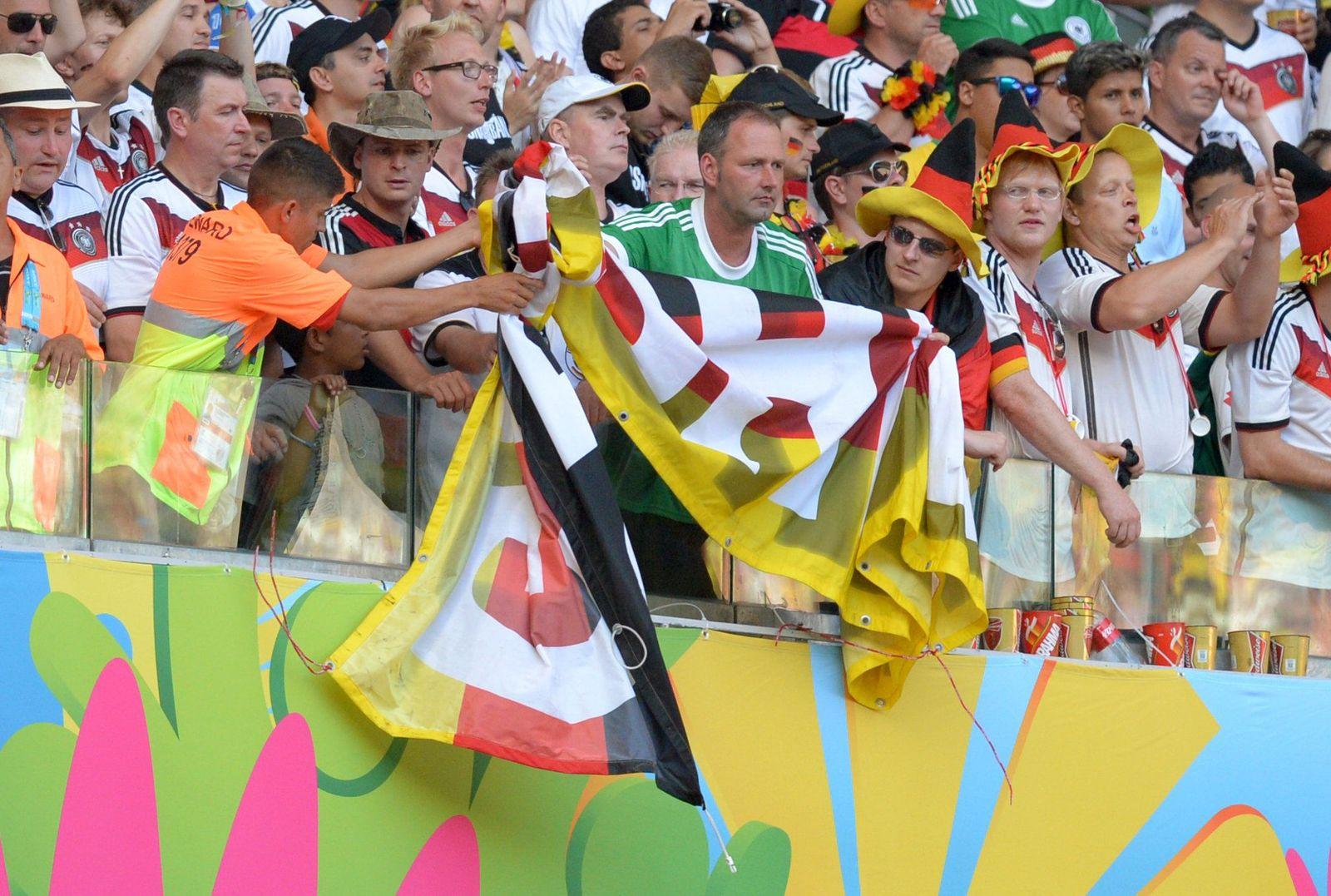 Deutschland vs Ghana/ Flaggen-Streit