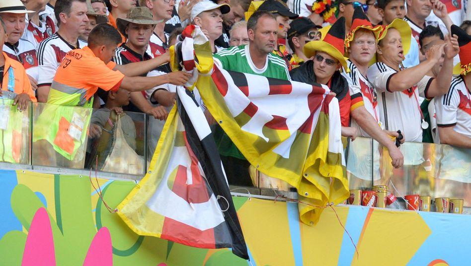Deutschland-Fans in Fortaleza: Ärger mit der Fifa wegen abgehängter Banner