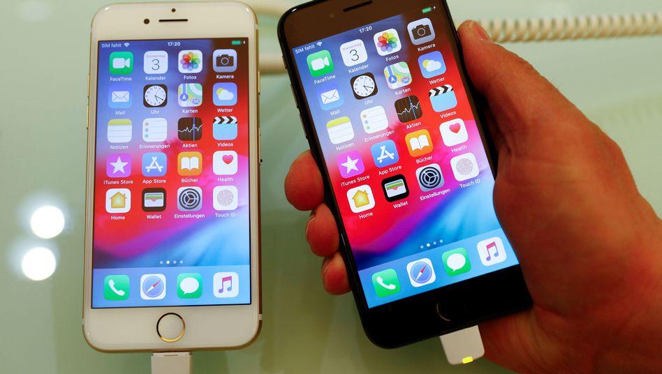 Apple iPhone 7 (links) und iPhone 8)