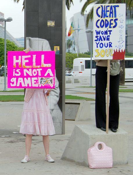 """Gekaufte Demonstranten: """"Die Hölle ist kein Spiel!"""""""