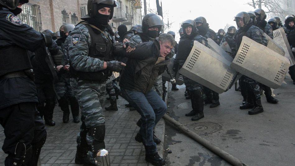 """Festnahme von Regierungsgegnern in Kiew: """"Das sind Vandalen, Brandstifter, bewaffnete Extremisten"""""""