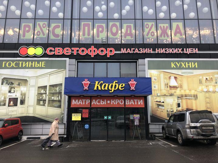 Der russische Discounter Swetofor in Moskau-Nowoiwanowskoje