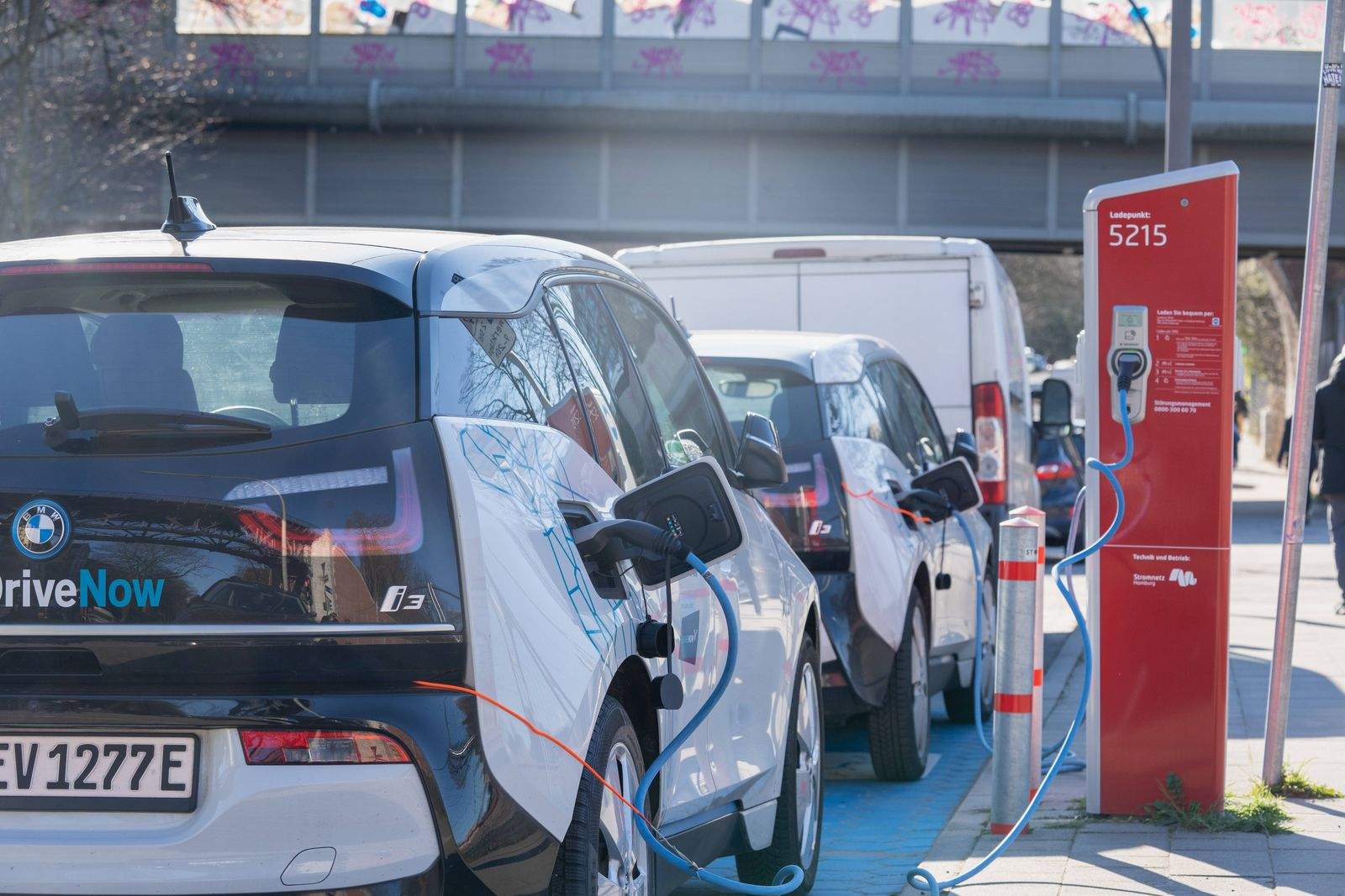 BMW i3 DriveNow DriveNow ShareNow . Ladestation CarSharing in Hamburg-Barmbek;BMW i3 DriveNow DriveNow ShareNow . Ladest