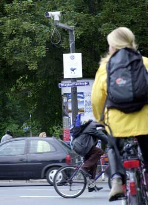 Kooperation in Regensburg: In einem Pilotversuch füttern auch die Verkehrsbetriebe die Bilder ihrer Kameras ins Polizeinetz