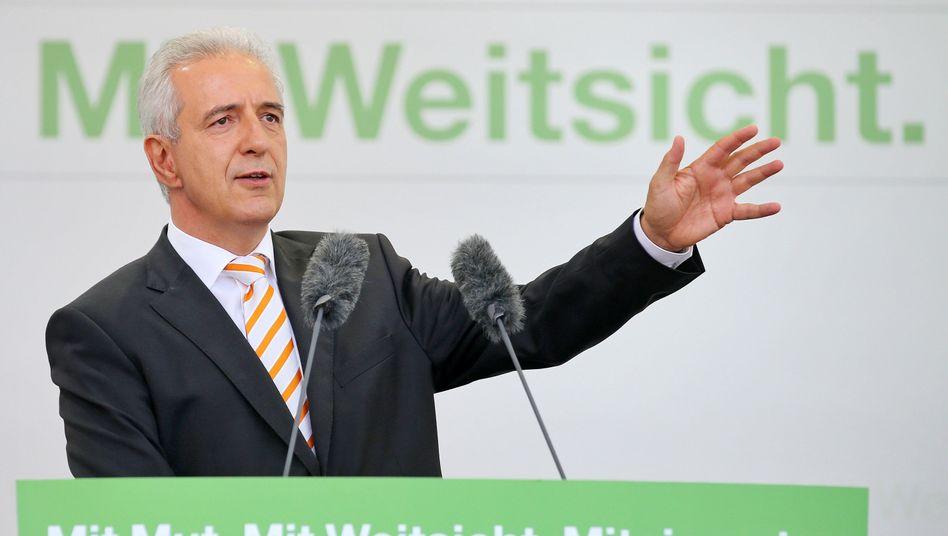 """Stanislaw Tillich bei einer Wahlkampfveranstaltung (Symbolbild): Verweist auf das """"Demografie-Problem"""""""