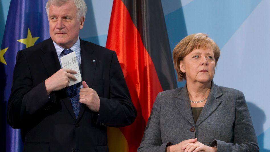CSU-Chef Seehofer, Kanzlerin Merkel (im Februar 2012): Spott und Sorge
