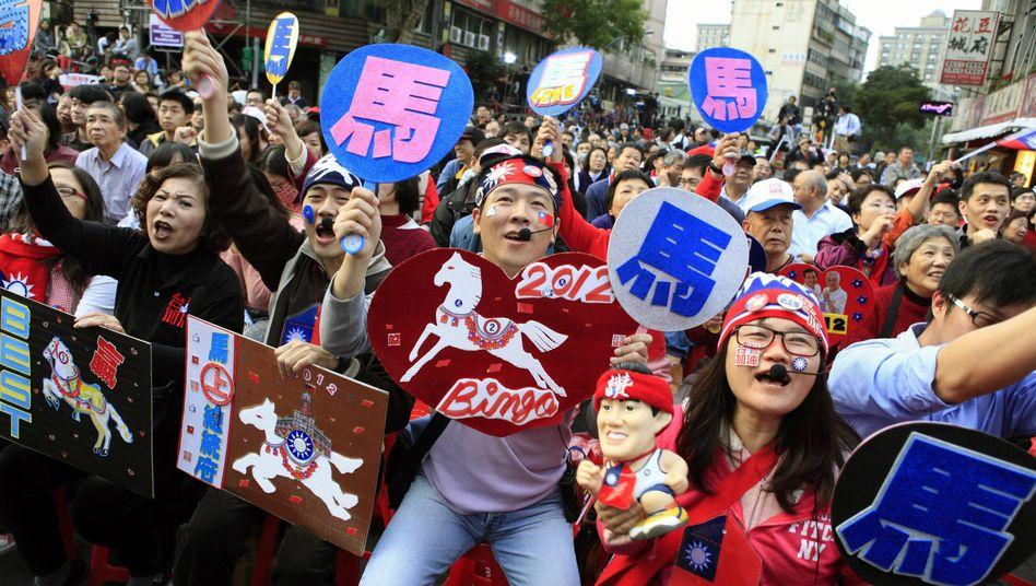 Anhänger des Präsidenten Ma Ying Jeou in Taipeh: Entspanntere Beziehung zu China