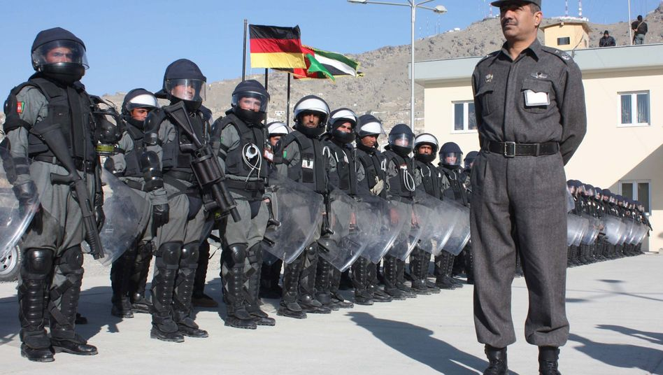 """Afghanische Polizisten in Kabul: """"Schaffung eines Rechtsstaates eine Illusion""""?"""