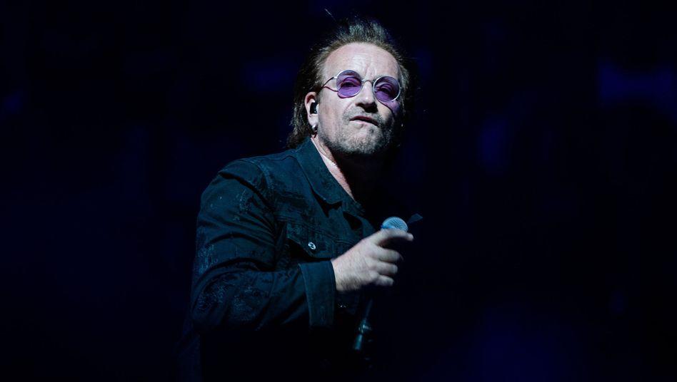 Bono beim U2-Konzert in Berlin