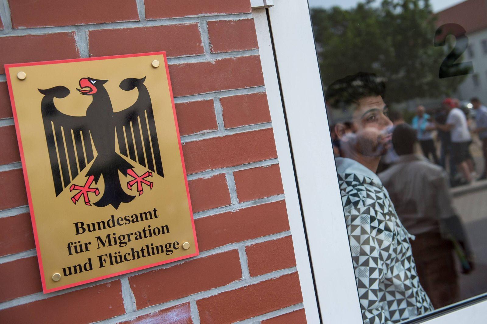 EINMALIGE VERWENDUNG Eisenhüttenstadt/ BAMF