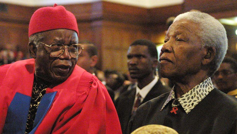 Chinua Achebe (hier mit Nelson Mandela): Wichtige Stimme Afrikas