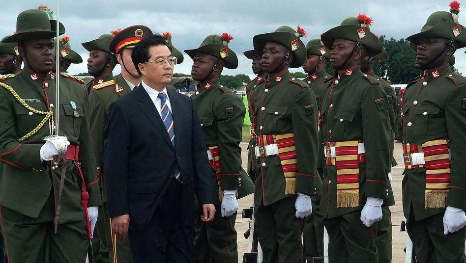 """Chinesischer Präsident Hu (in Sambia): Afrikas neue """"Kolonialherren""""?"""