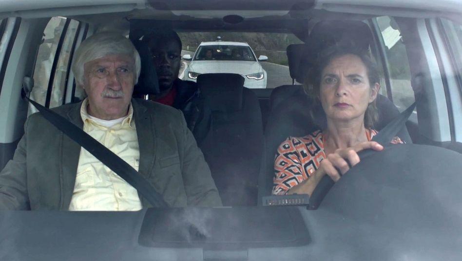 Screenshot aus Kampagnenvideo: Fluchthilfe im Urlaub?