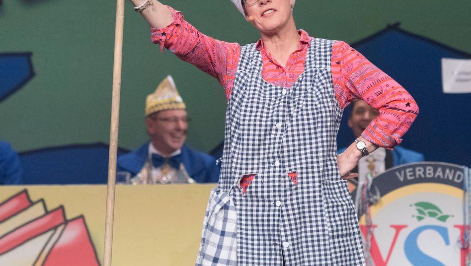 Annegret Kramp-Karrenbauer tritt bei der Saarländischen Narrenschau auf.