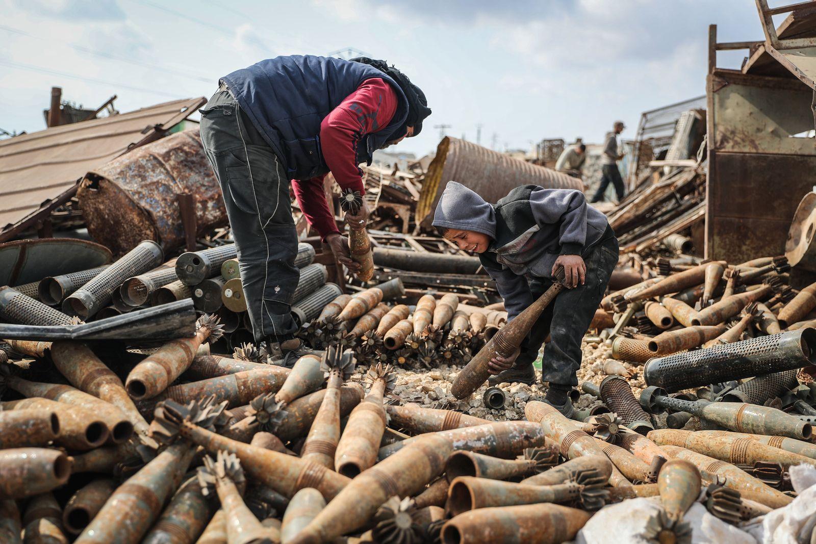 Handel mit Artillerieüberresten in Syrien