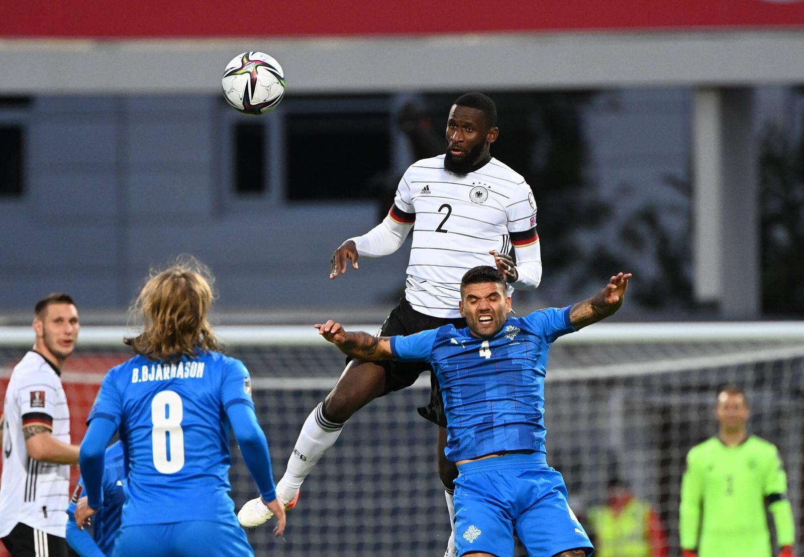 Fussball, Herren, Saison 2020/21, WM-Qualifikation (Gruppe J, 6. Spieltag) in Reykjavik, Island - Deutschland, v. l. Bi