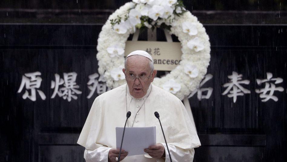 """Papst Franziskus: Im Streben nach Sicherheit seien Atomwaffen """"nicht die Antwort"""""""