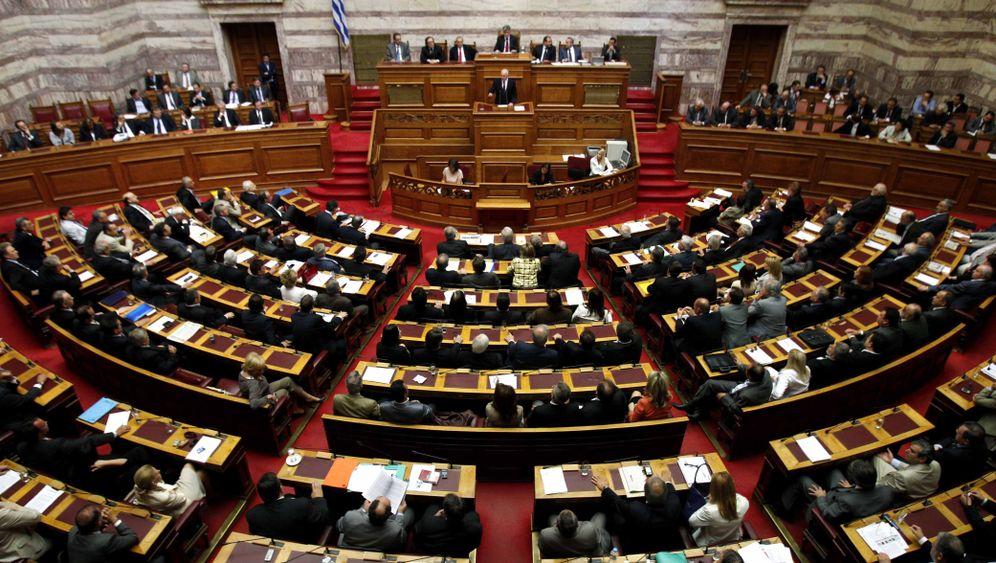 Trotz Protesten: Griechisches Sparpaket verabschiedet