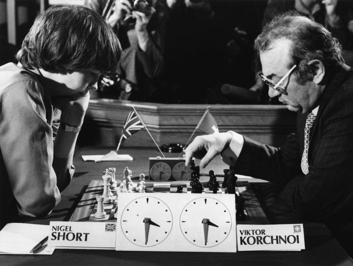 Schach-Legende Viktor Korchnoi spielt 1980 gegen den damals 14 Jahre alten Nigel Short