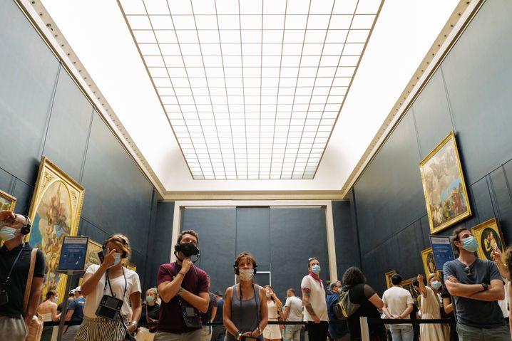 Besucher im Louvre