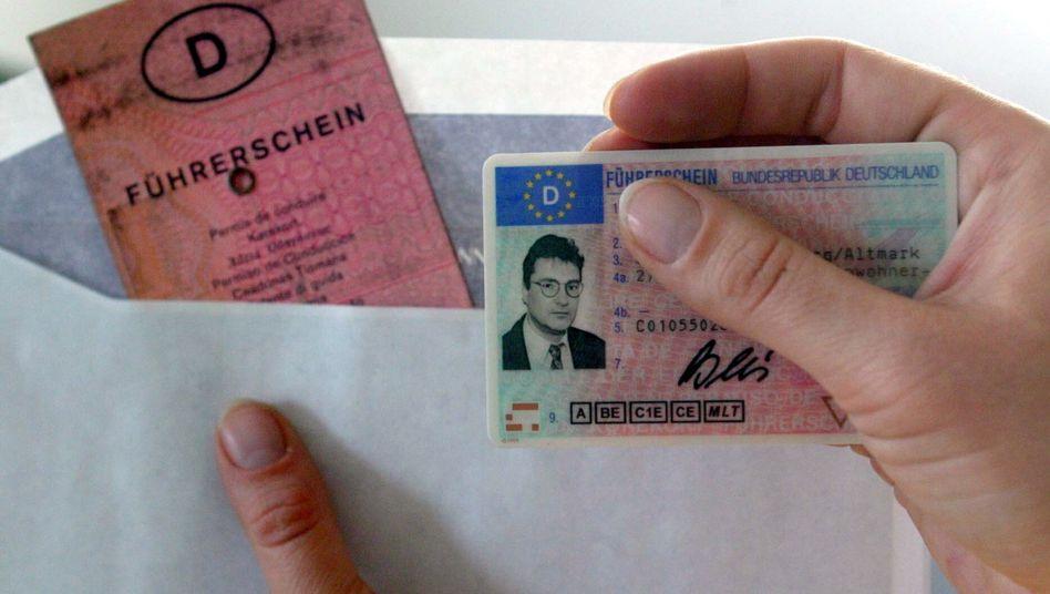 EU-Kartenführerschein: Prüfungsfragen an Fahrschulen verkauft?