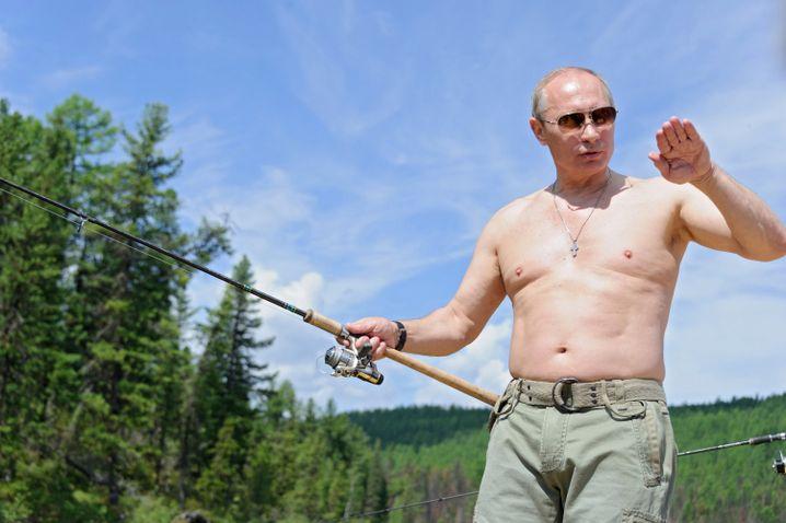 Putin beim Freikörper-Angeln in Sibirien (Archiv): Zeit hätte er am Wochenende dafür