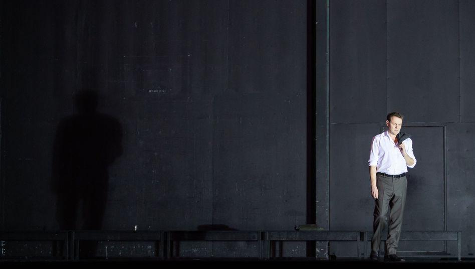 Devid Striesow in der Titelrolle im Hamburger Schauspielhaus
