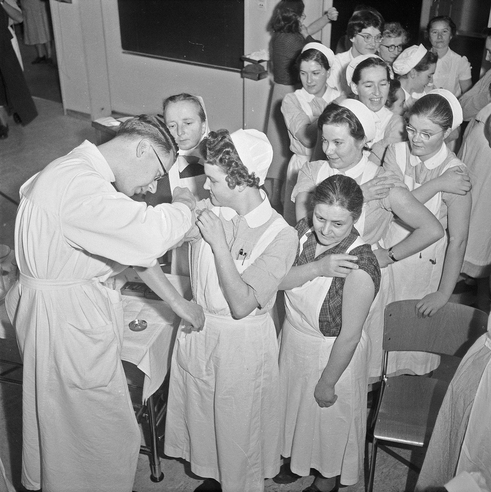 Pockenschutzimpfung im Kinderspital Zürich 1955
