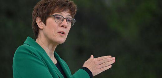 Ukraine-Konflikt: Annegret Kramp-Karrenbauer wirft Wladimir Putin Provokation vor