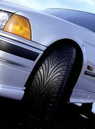 Breitreifen von Goodyear: Breite Pneus können den Bremsweg verkürzen