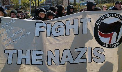 Right-wing extremism is on the rise in Germany. Clashes with anti-fascist groups are also increasing.