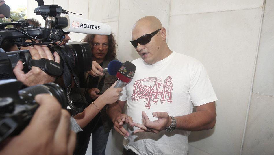 Giorgos Germenis bei seiner Ankunft auf der Polizeihauptwache in Athen