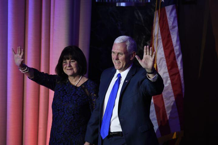 Mike Pence und seine Frau Karen bei der Wahlparty der Republikaner
