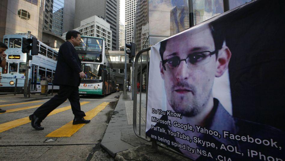"""Unterstützungsplakat für Snowden in Hongkong: """"Kein fairer Prozess in den USA"""""""